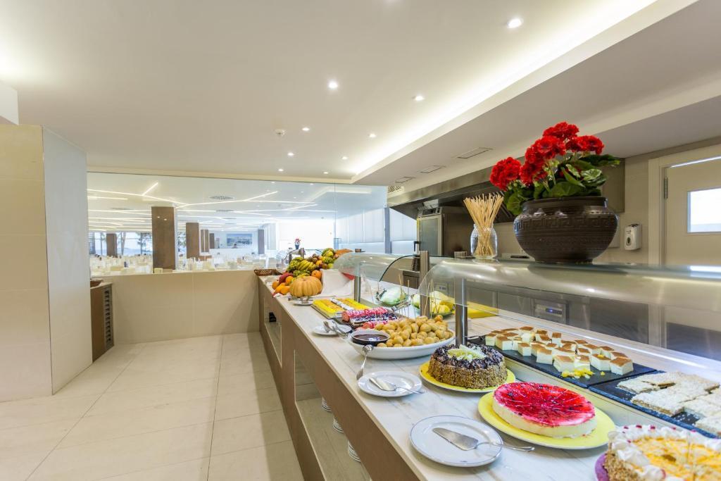 Hotel Sirenis Tres Carabelas & Spa, Playa d'en Bossa, Spain