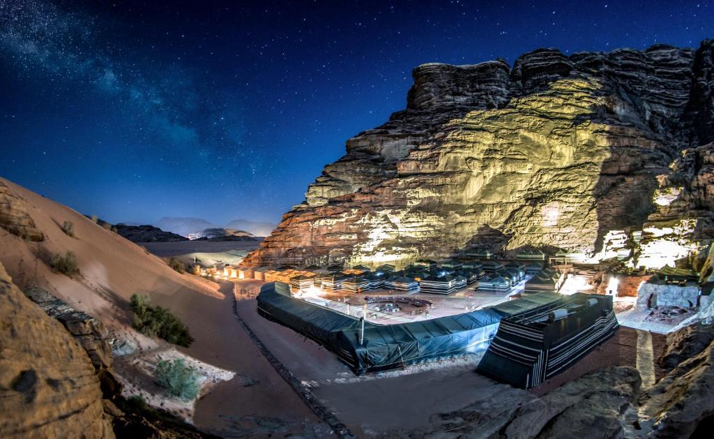 Luxury Tent Rahayeb Desert Camp Wadi Rum Jordan