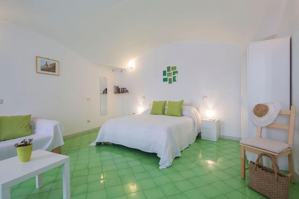 A bed or beds in a room at Casa Vuolo