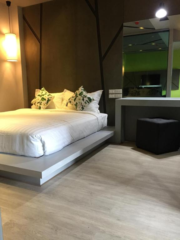 A bed or beds in a room at 3Season