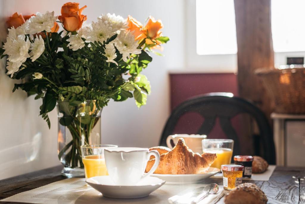 Options de petit-déjeuner proposées aux clients de l'établissement La Maison des Courtines