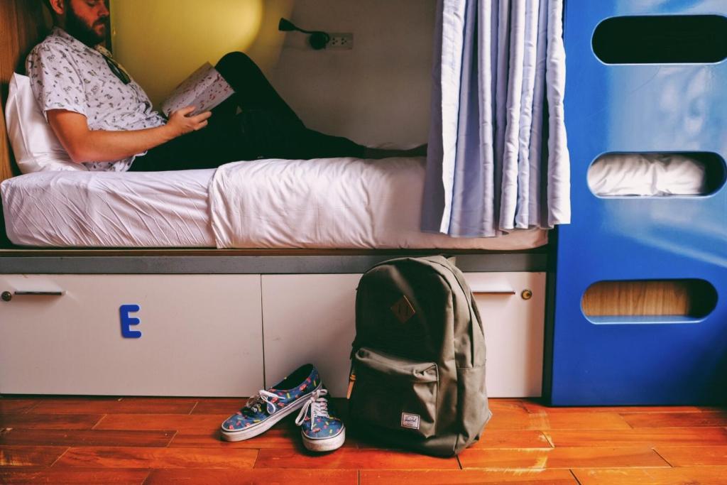 Giường Đơn trong Phòng ngủ Tập thể cả Nam và Nữ 14 Giường
