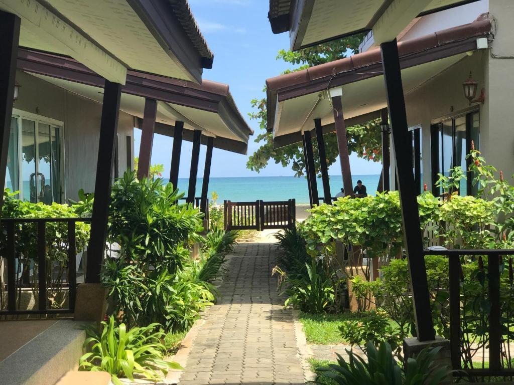 Dang Sea Beach Bungalow Nai Yang Thailand Booking
