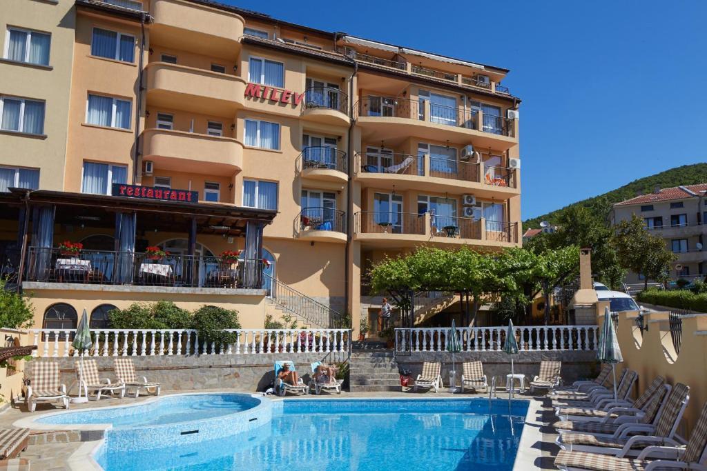 Πισίνα στο ή κοντά στο Family Hotel Milev