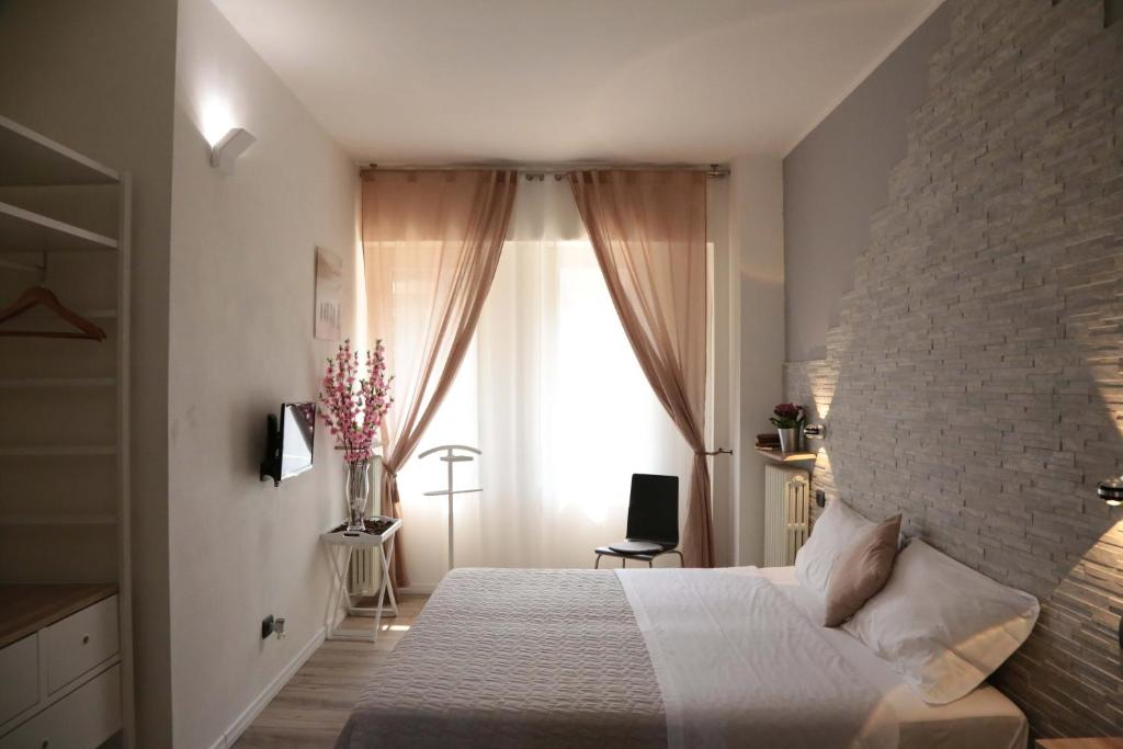 A bed or beds in a room at Aurelia Rooms