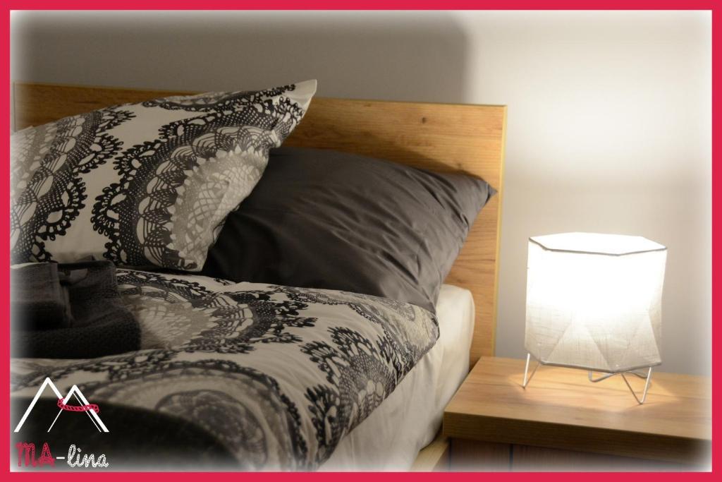 Łóżko lub łóżka w pokoju w obiekcie MA-lina Apartament i Pokój Gościnny