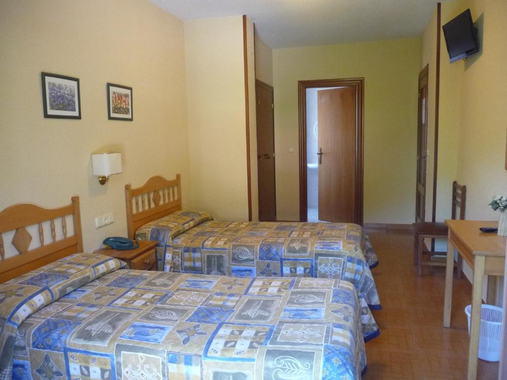 A bed or beds in a room at Hostal Gogar