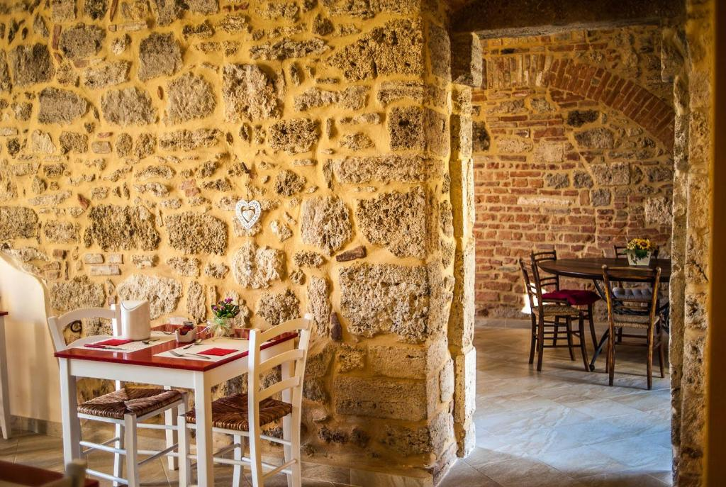 A restaurant or other place to eat at Agriturismo Dipinture