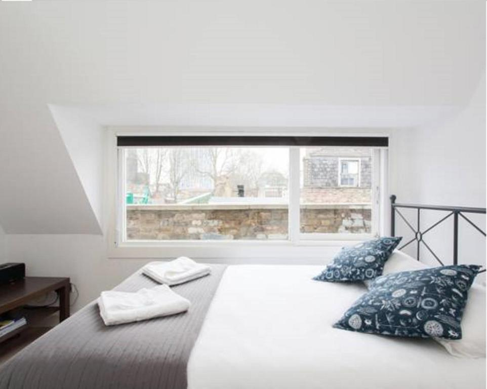 A bed or beds in a room at Brick lane Luxury Apartments