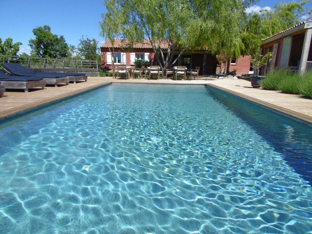 The swimming pool at or near Les Terrasses de Valensole
