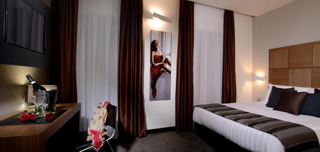 A bed or beds in a room at Dependance Trevi Collection