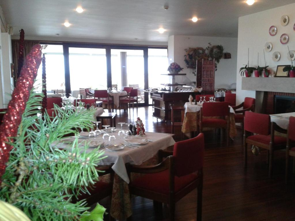 A restaurant or other place to eat at Hotel Fortaleza de Almeida