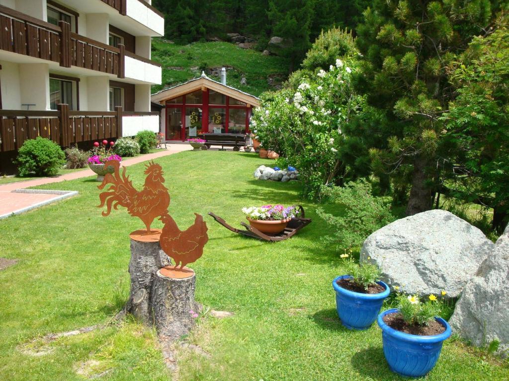 A garden outside Azur