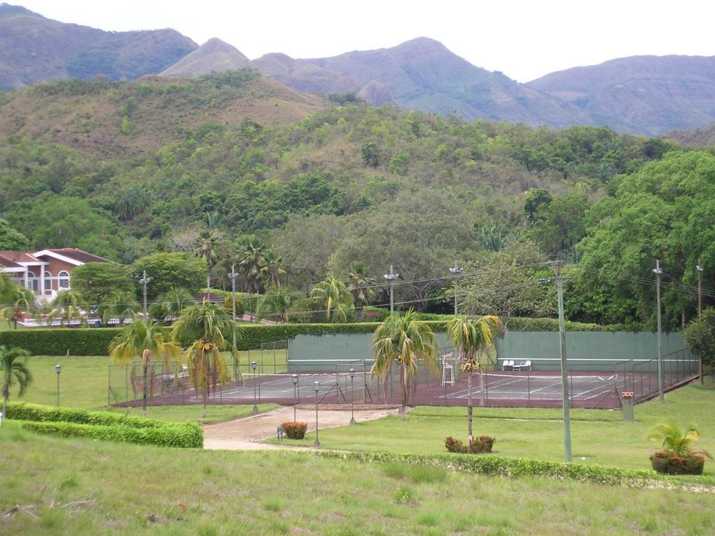 Casa de Campo Ferrand, Carmen de Apicalá, Colombia - Booking.com