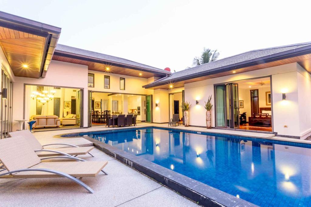The swimming pool at or close to Baan Mandala Arnalia Villas