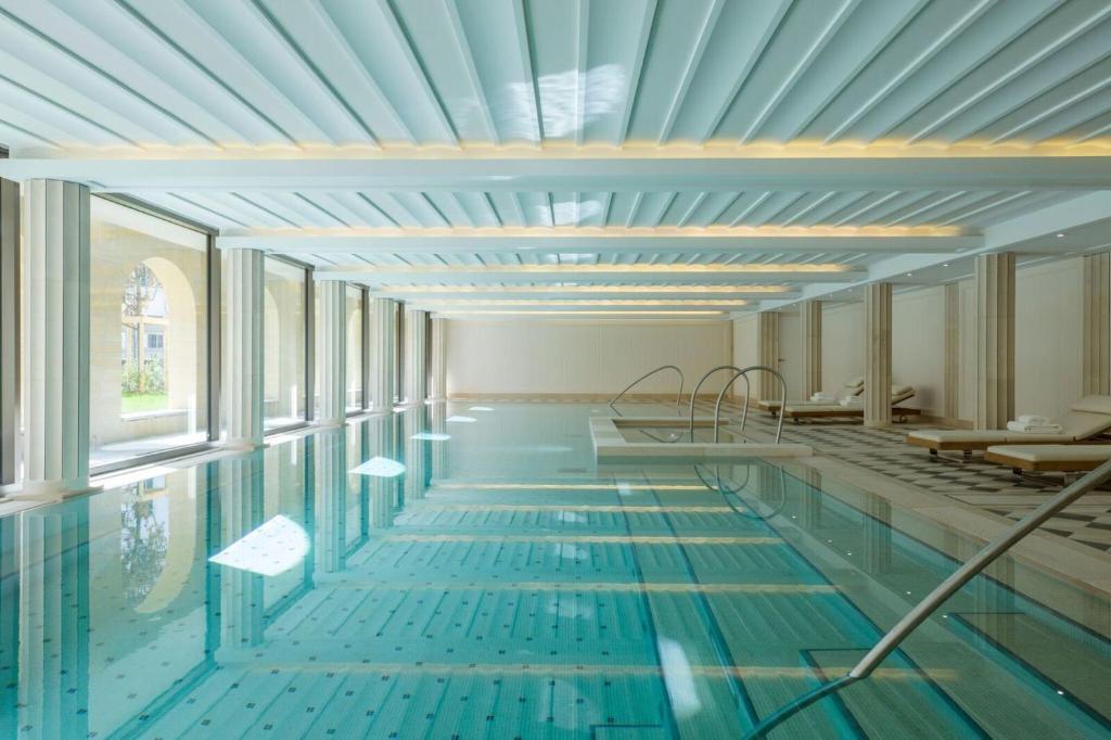 בריכת השחייה שנמצאת ב-Villa Maïa או באזור