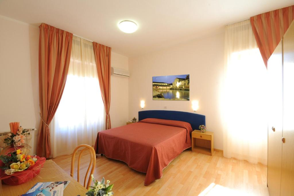 A bed or beds in a room at Hotel Perugina