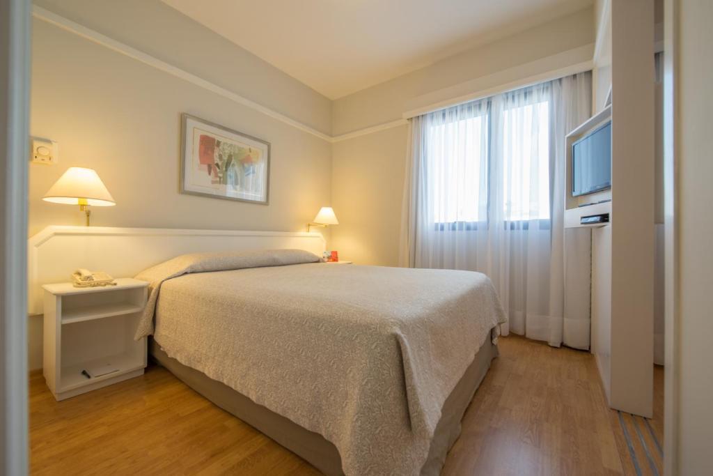 Cama ou camas em um quarto em HB Hotels Ninety Jardins