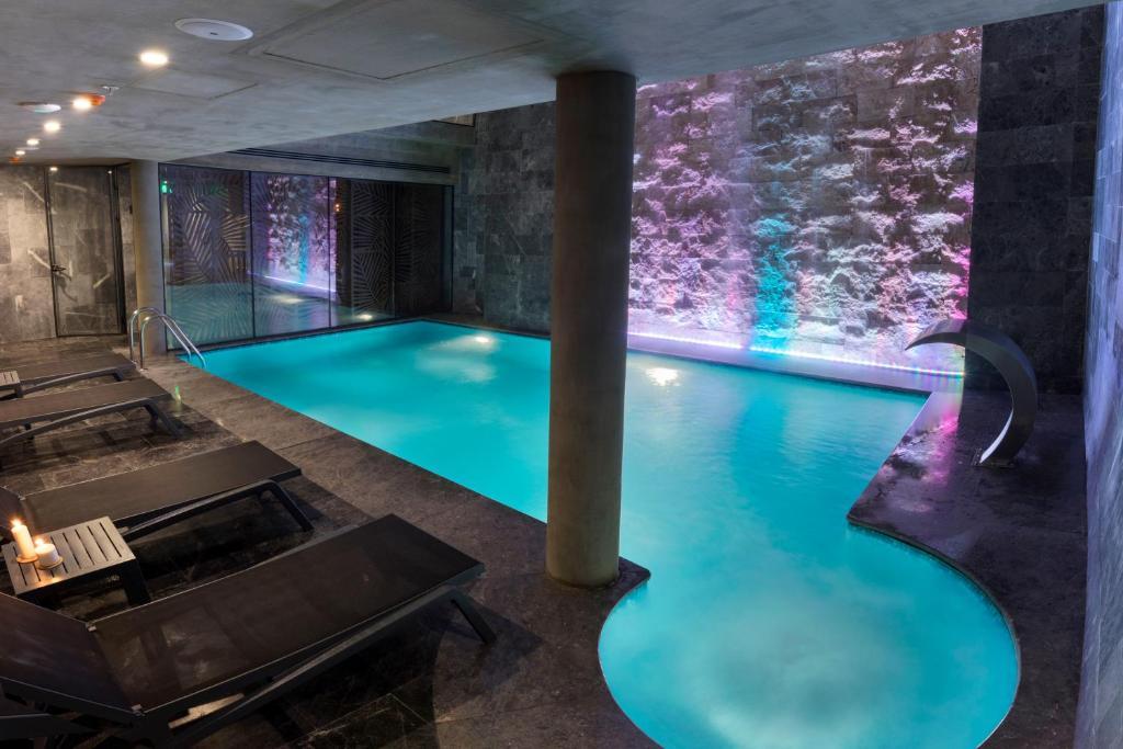 Бассейн в Endless Art Hotel-Special Category или поблизости