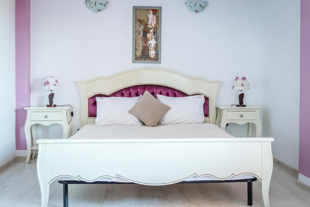 Un pat sau paturi într-o cameră la Cleopatra Residence