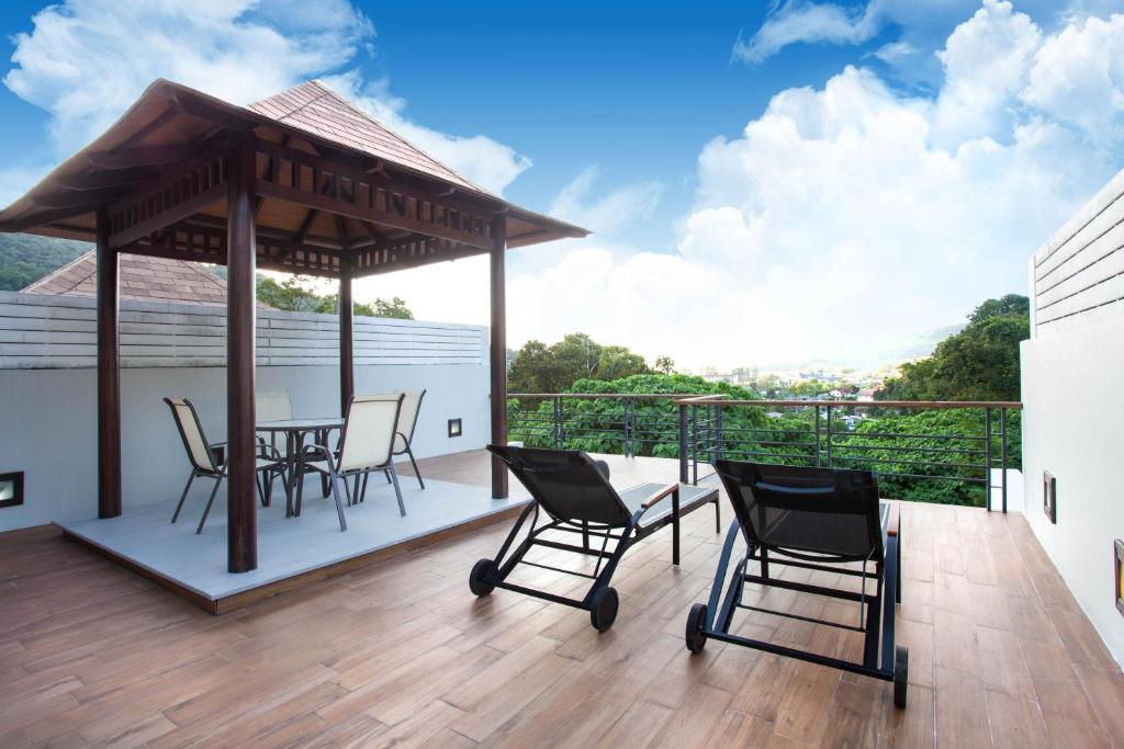 A balcony or terrace at Luxury Pool Villa Kamala