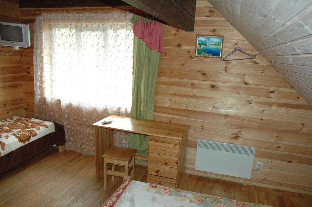 A television and/or entertainment center at Lesnaya Baza Shishki