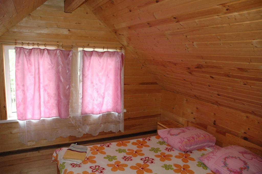 A bed or beds in a room at Lesnaya Baza Shishki