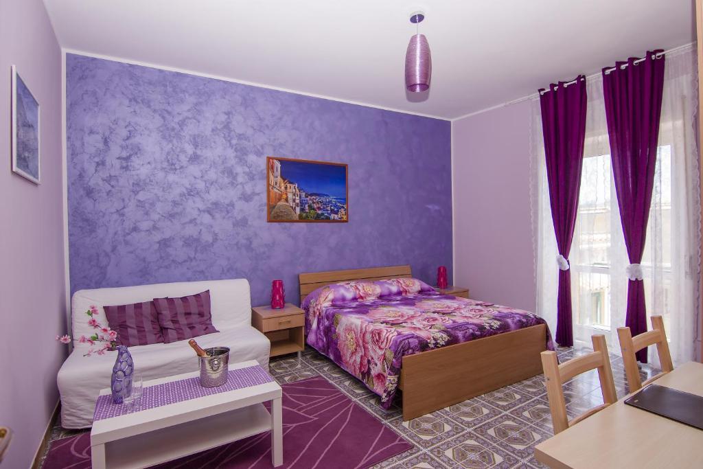 Letti A Castello Di Violetta.Bed And Breakfast Sentiero Di Costiera Vietri Sul Mare Italy