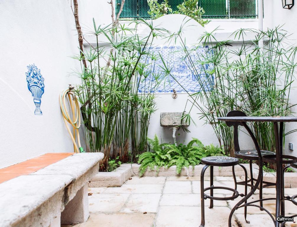 A balcony or terrace at Villa Marquês near Tejo River