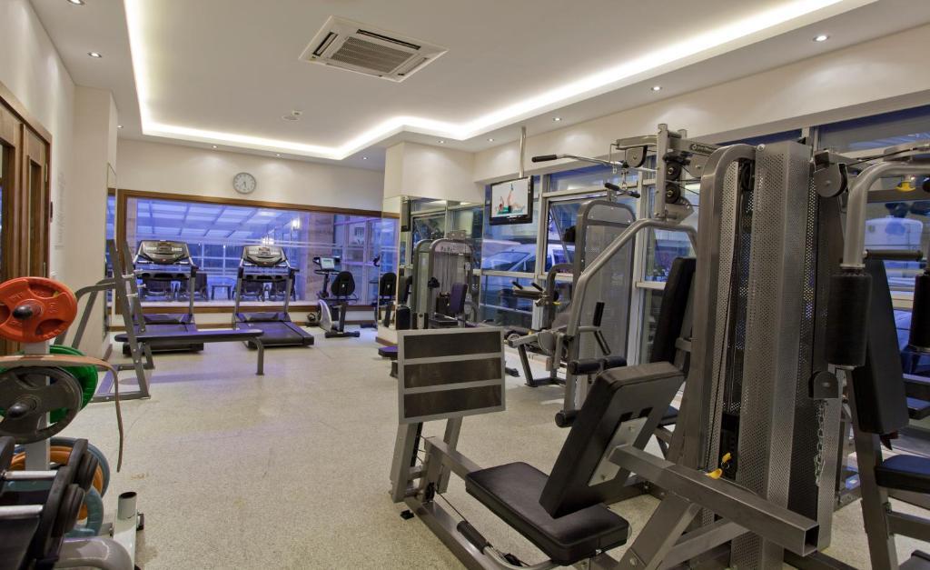 Фитнес-центр и/или тренажеры в Riviera Hotel & Spa