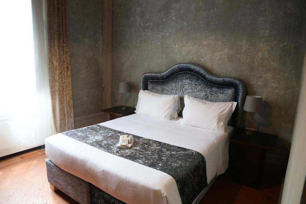 A bed or beds in a room at Palazzo San Niccolò