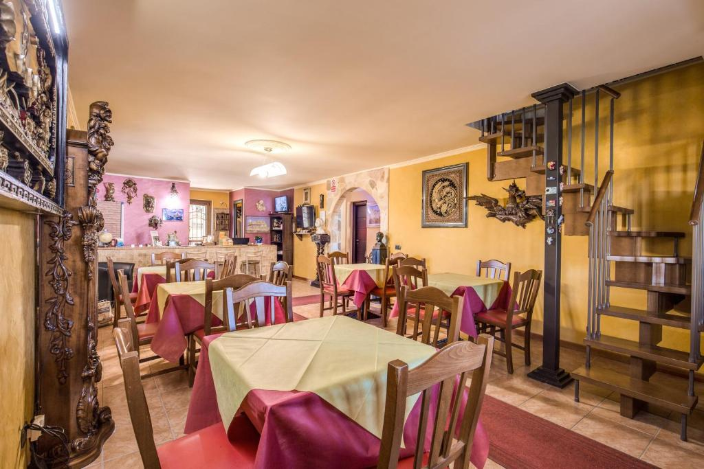 A restaurant or other place to eat at Villa Gengi