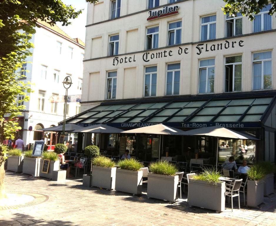 Een restaurant of ander eetgelegenheid bij Hotel Graaf Van Vlaanderen