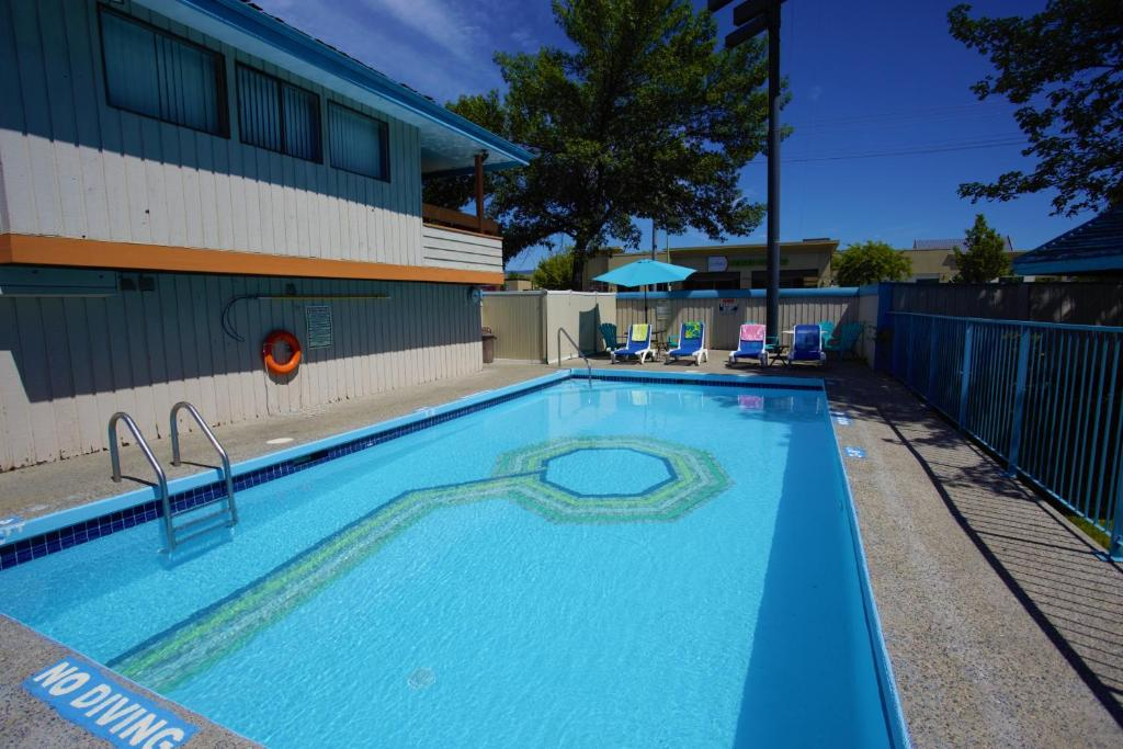 The swimming pool at or near Recreation Inn and Suites