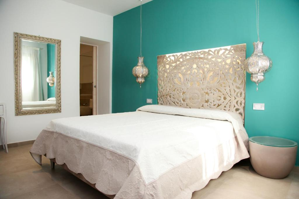 A bed or beds in a room at Hypnos Hotel
