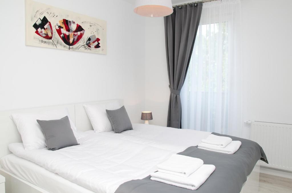Łóżko lub łóżka w pokoju w obiekcie Apartamenty Mariela-Kołobrzeg
