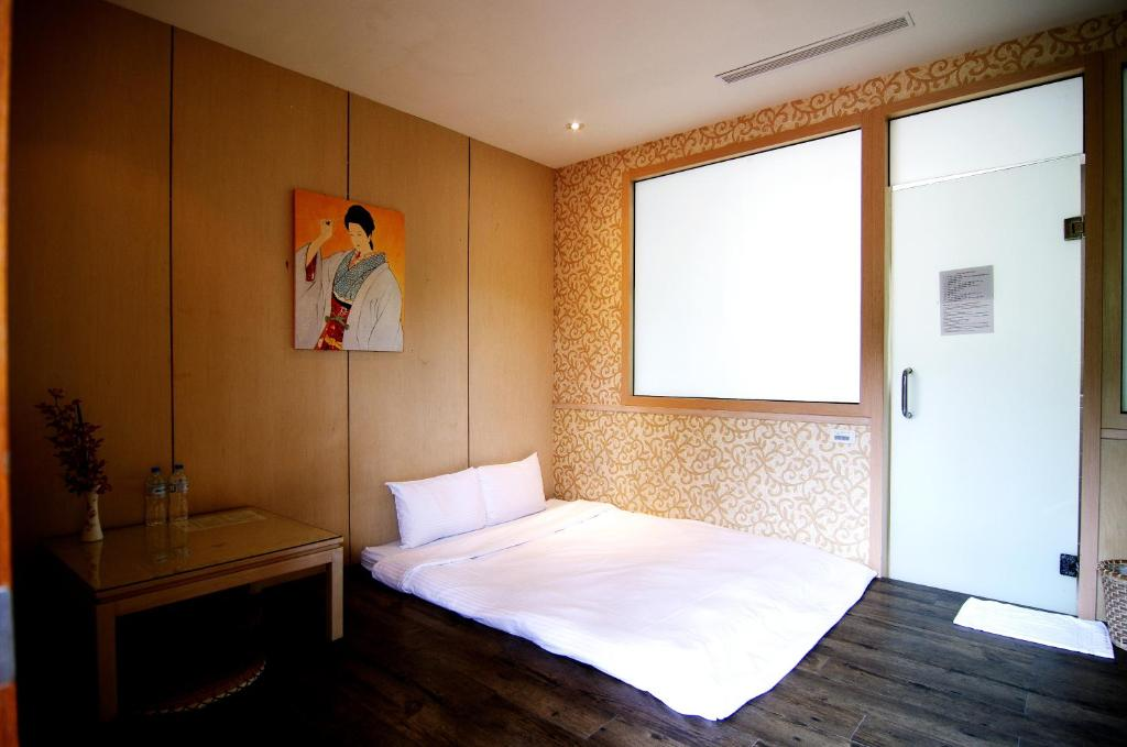 A bed or beds in a room at Kyoto Spring Hotel