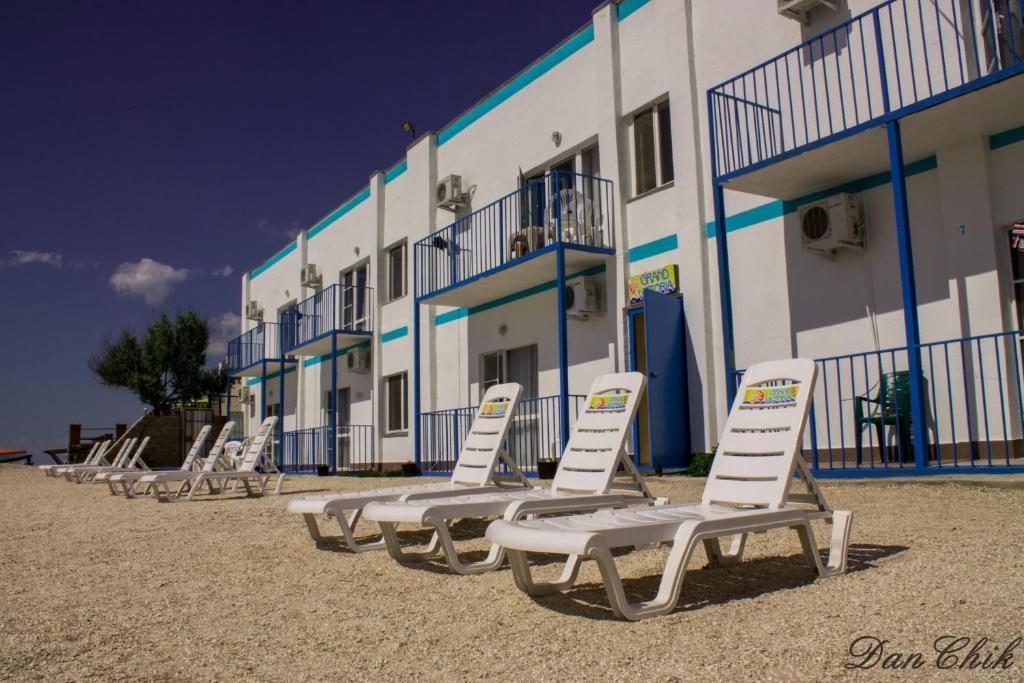 Отель Гранд Виктория (Украина Кирилловка) - Booking com