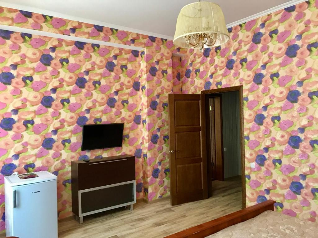 Телевизор и/или развлекательный центр в Guest house Tara Lux