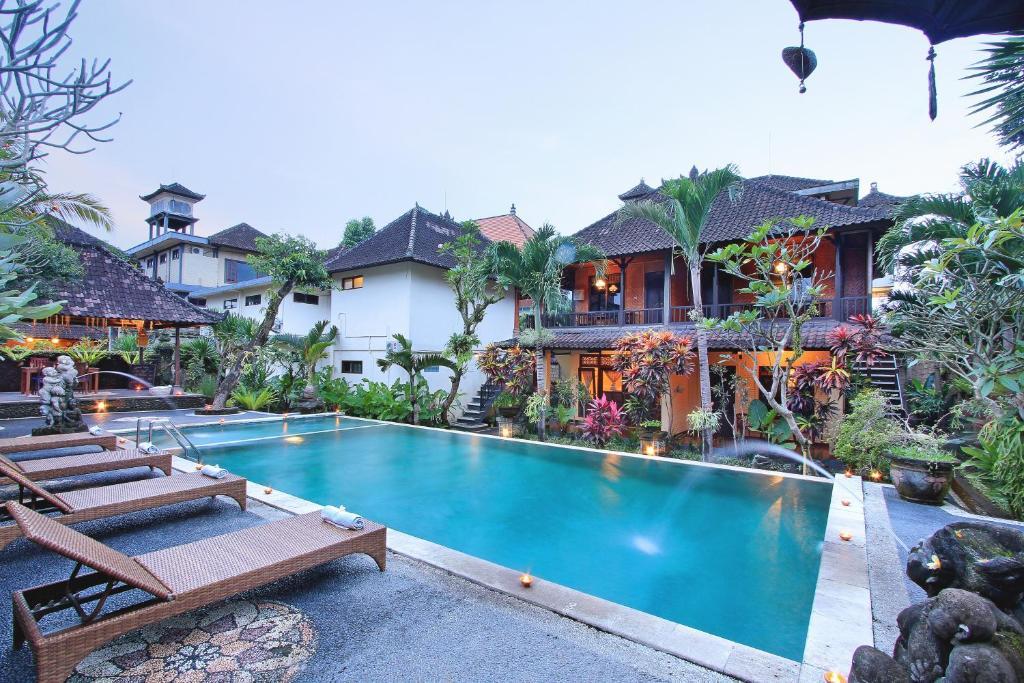 A piscina localizada em Ubud View Bungalow ou nos arredores