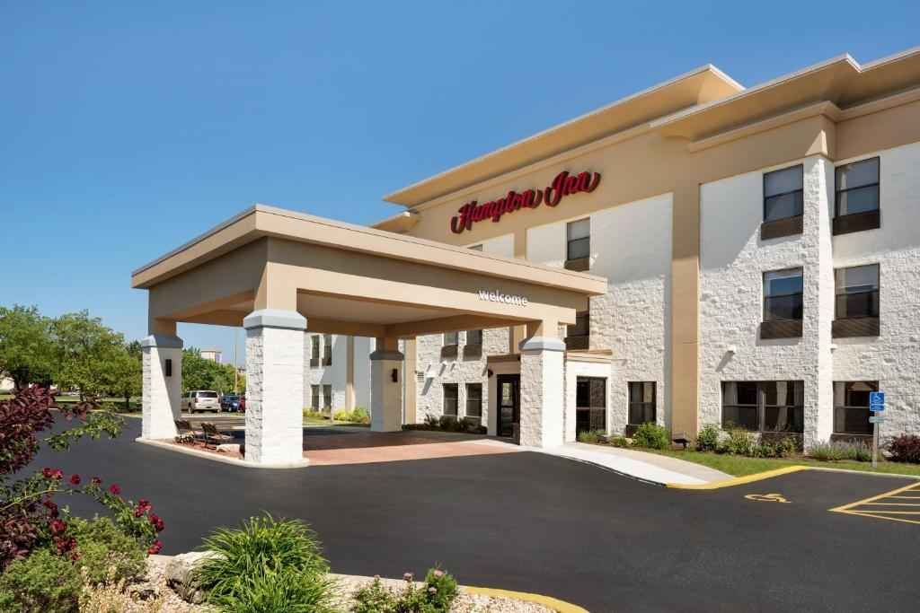 Outstanding Hampton Inn Tinley Park Il Booking Com Home Interior And Landscaping Elinuenasavecom