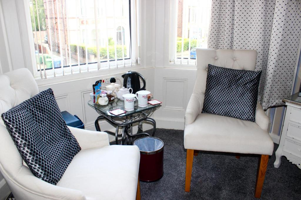 A seating area at Malvern Guest House