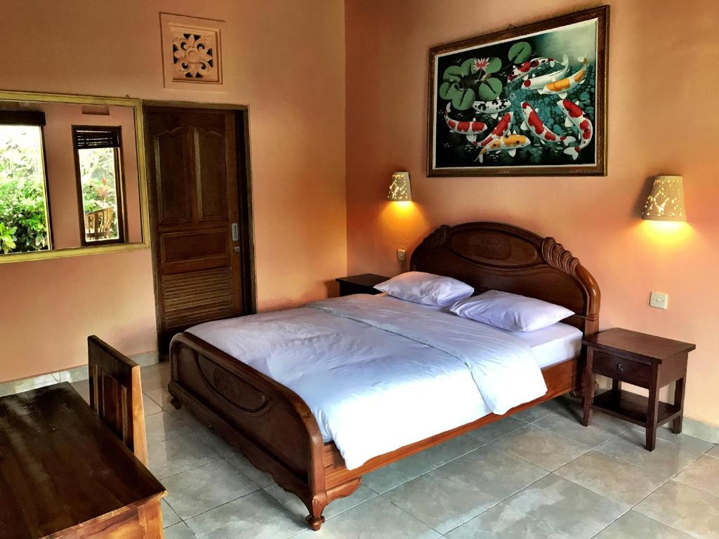 A bed or beds in a room at Nari Homestay