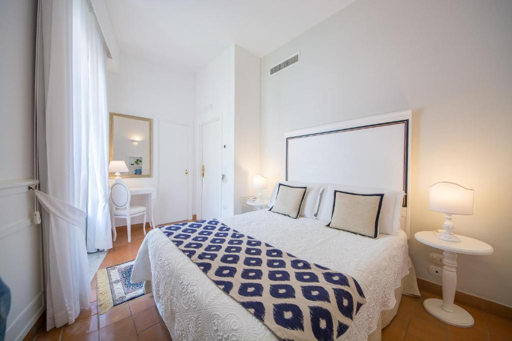 A bed or beds in a room at Villa Romana Hotel & Spa