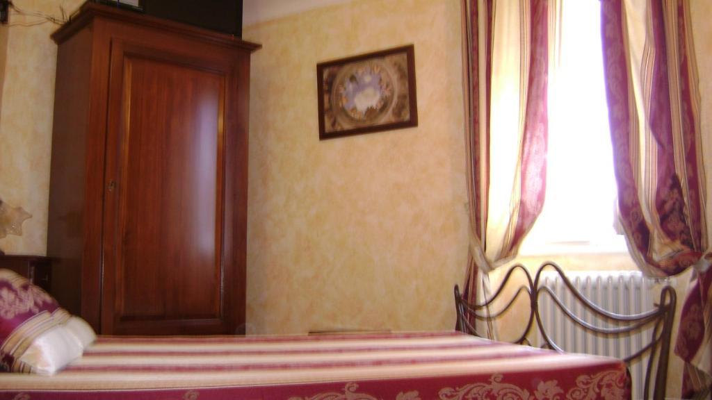 A bed or beds in a room at La Finestrella Di Montalto Locanda