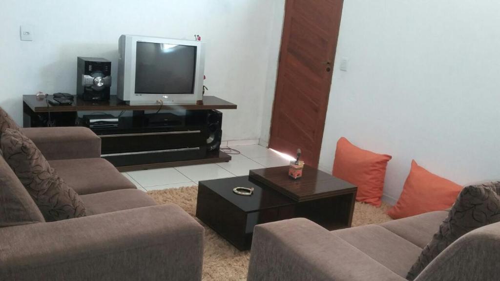 A seating area at Apartamento Familiar em Capitólio