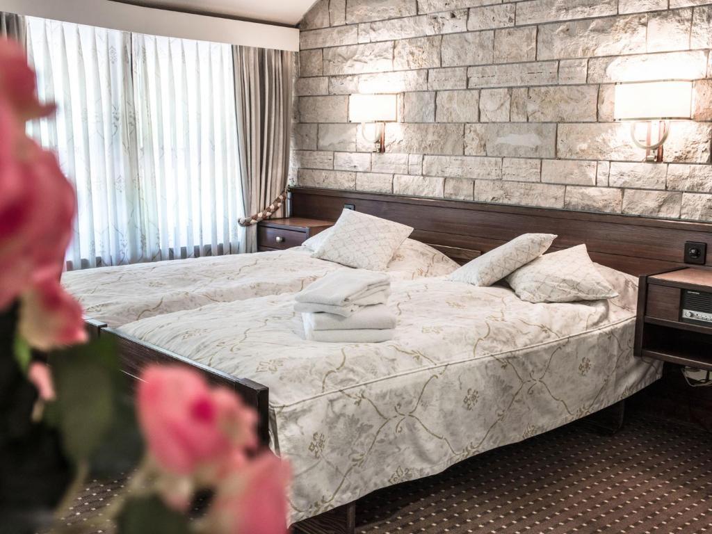 Llit o llits en una habitació de Hotel Restaurant La Porte d'Octodure