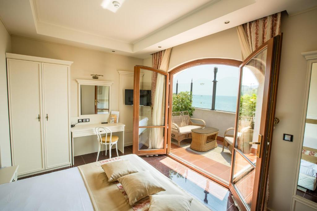 A seating area at Helena VIP Villas and Suites - Half Board