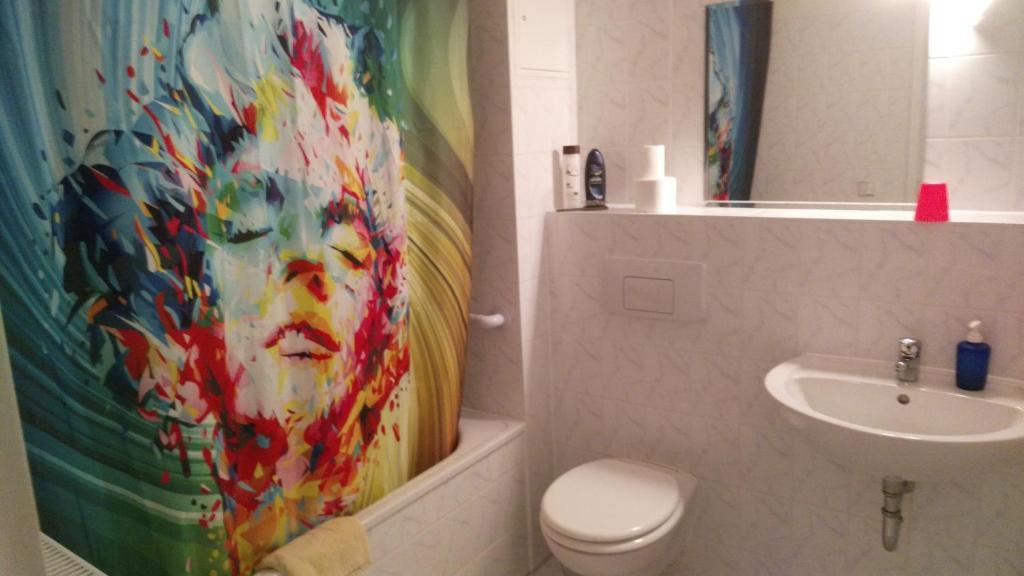 A bathroom at Zu den blauen Schwertern Meißen