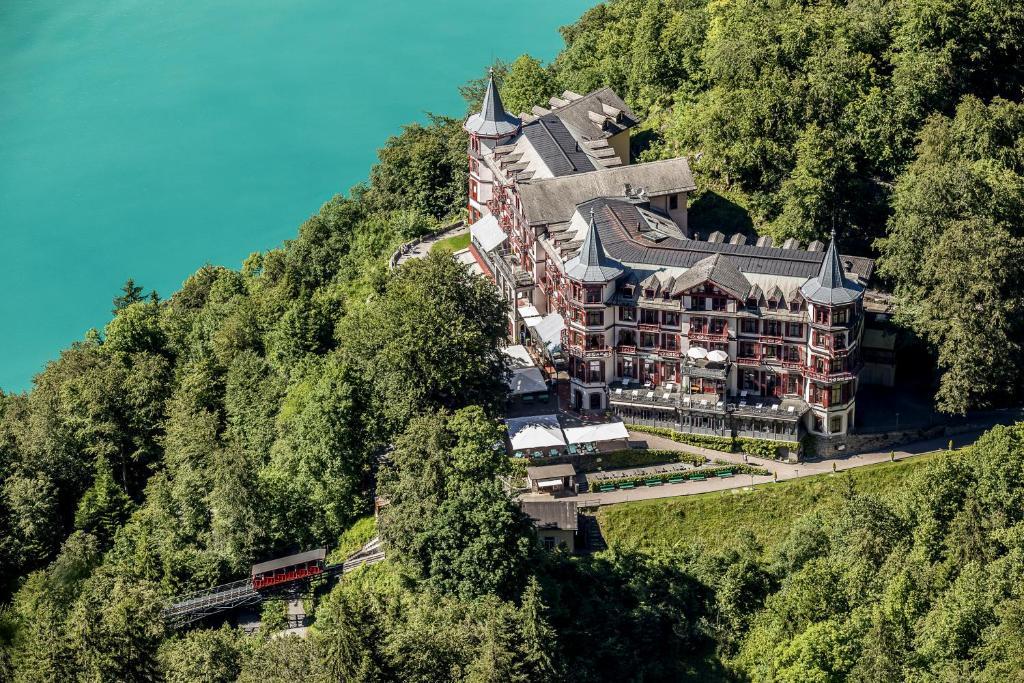 Blick auf Grandhotel Giessbach aus der Vogelperspektive